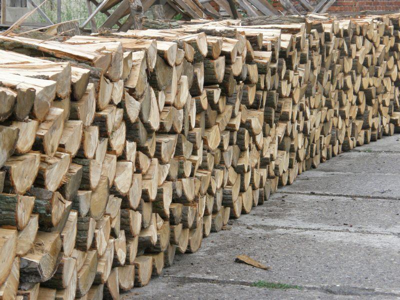 Tartak Strzelno - Produkty - Dębowe drewno kominkowe sezonowane